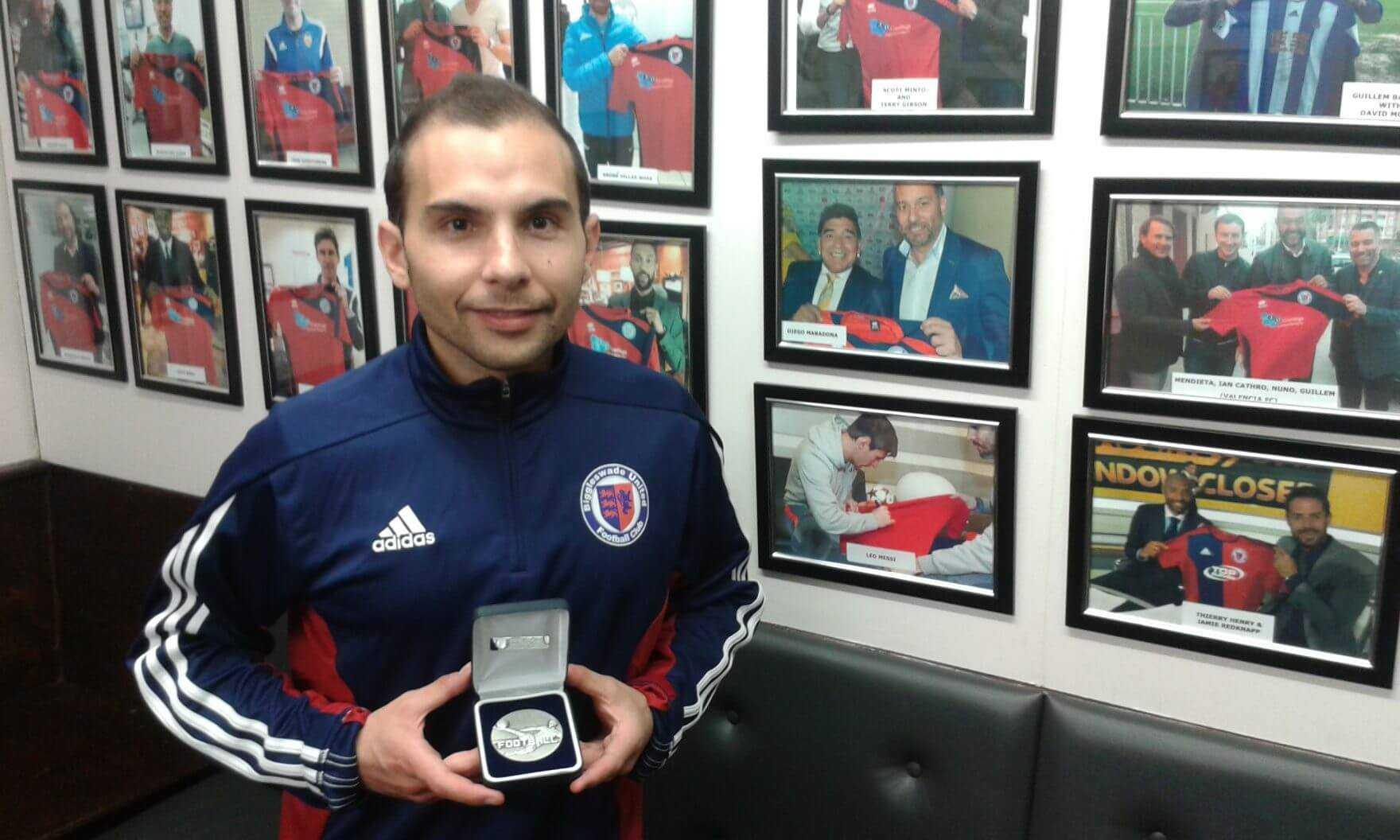 Con la Medalla de Subcampeón de la North Beds Charity Cup 2017